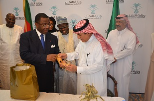 Gift from the Cameroonian Minister  of Transports to his Saudi Counterpart