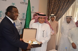 Gift from the Saudi Minister of  Transport to his Cameroonian Counterpart